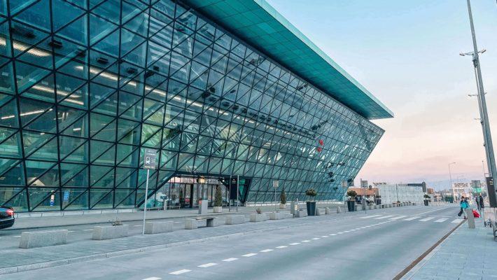 Aeroporto de Cracovia 2 710x400 - Como ir do Aeroporto de Cracóvia para o centro (com valores)