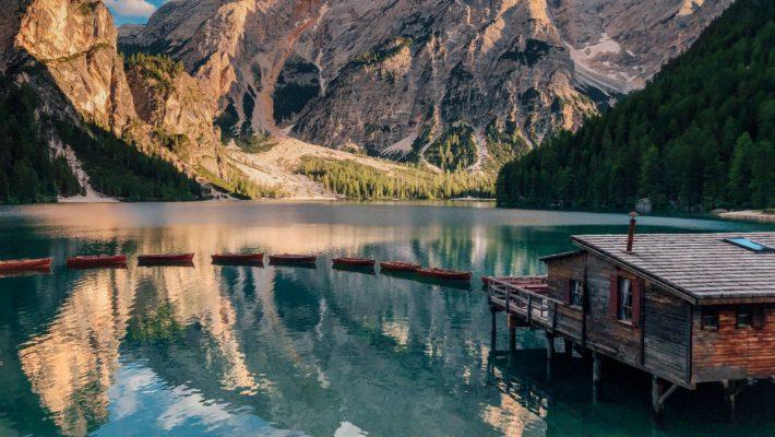 Lago di Braies Dolomitas Italia 710x400 - Lago di Braies: conheça um dos lagos mais bonitos da Itália