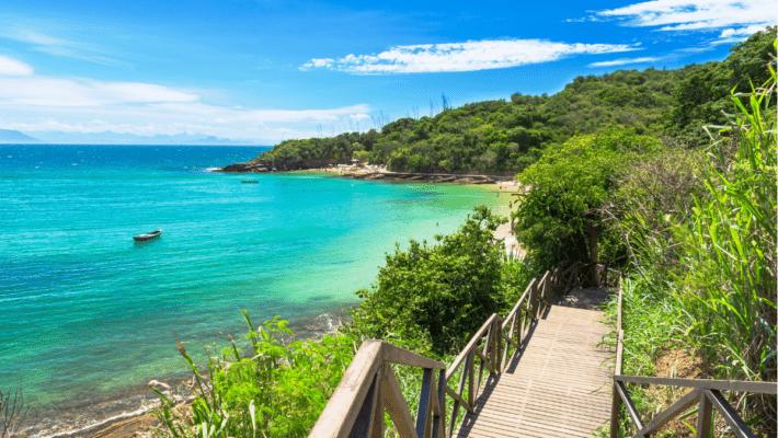 Praia da Azeda Buzios 710x400 - O que fazer em Búzios: melhores atrações, pousadas e dicas