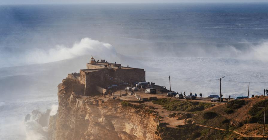 Forte de Sao Miguel Arcanjo Nazare Portugal 895x470 - O que fazer em Nazaré, Portugal: o destino das ondas gigantes
